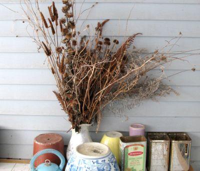 Cum se curata aranjamentele din flori uscate