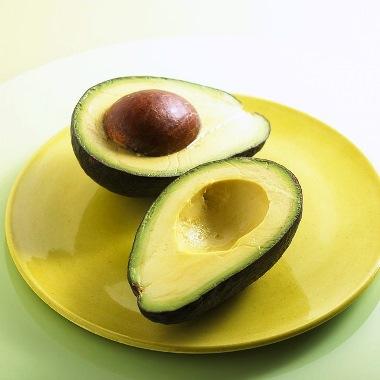 Salata cu avocado si piept de pui