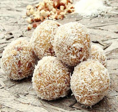 Bomboane cu biscuiti si nuca de cocos - desert fara coacere