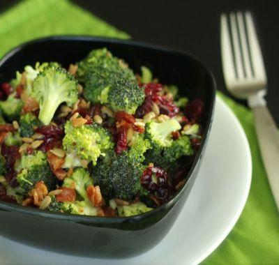 Salata cu broccoli si piept de pui