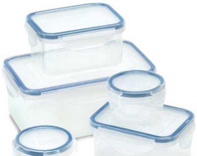 Indeparteaza usor mirosul neplacut din cutiile de plastic