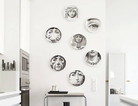 Decoreaza peretii cu farfurii cu fotografii