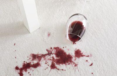 Indeparteaza ecologic petele de vin de pe covoarele de lana