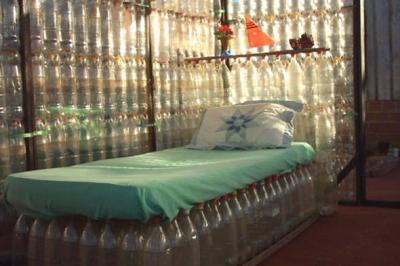 Cum sa iti construiesti mobilier din sticle de plastic (PET)