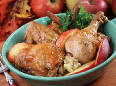 Retete de sezon: pui cu mere la cuptor