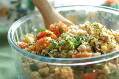 Salata de quinoa cu branza si ardei
