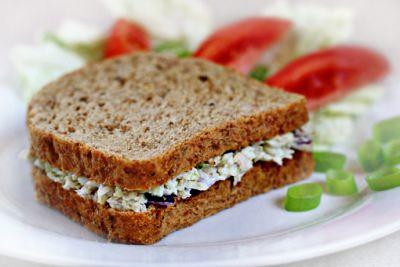 Platouri reci: sandvisuri cu ton