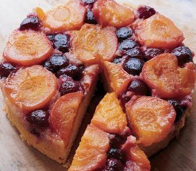 Tort cu fructe si vanilie